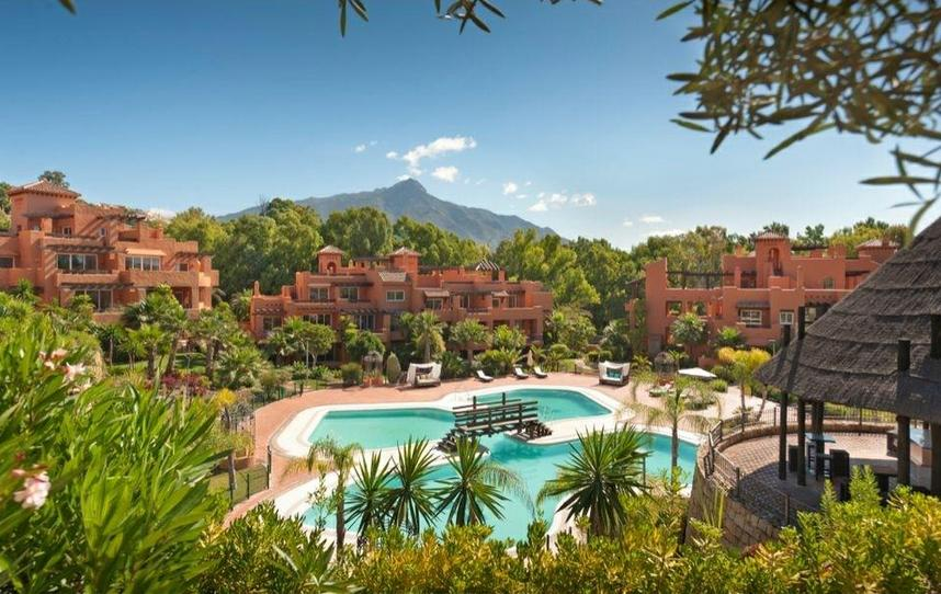 exterior of new golf apartments for sale in Nueva Andalucia Marbella