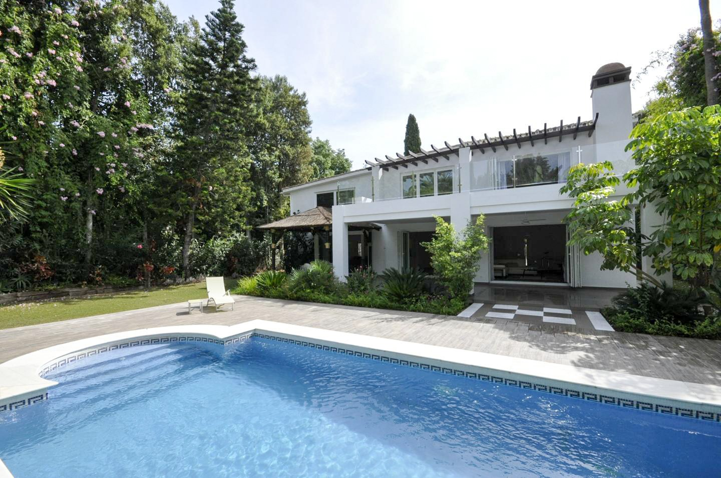 Golf Villa for Sale in Nueva Andalucia Marbella