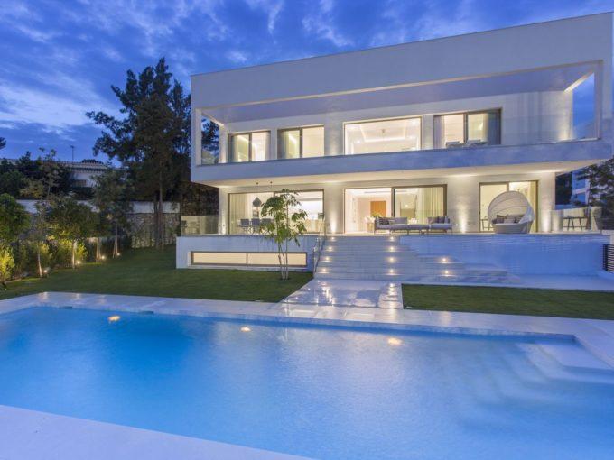 Luxury Contemporary villas in Guadalmina Baja