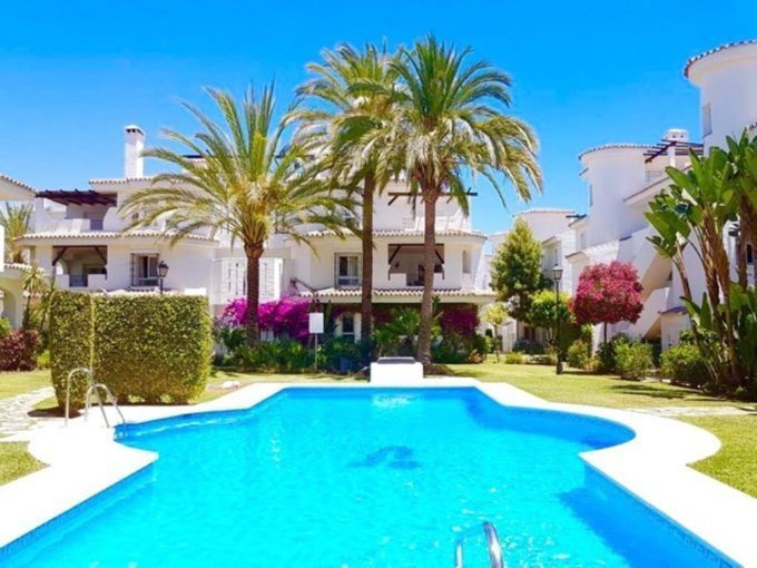 Duplex one bedroom penthouse walking distance to Puerto Banus