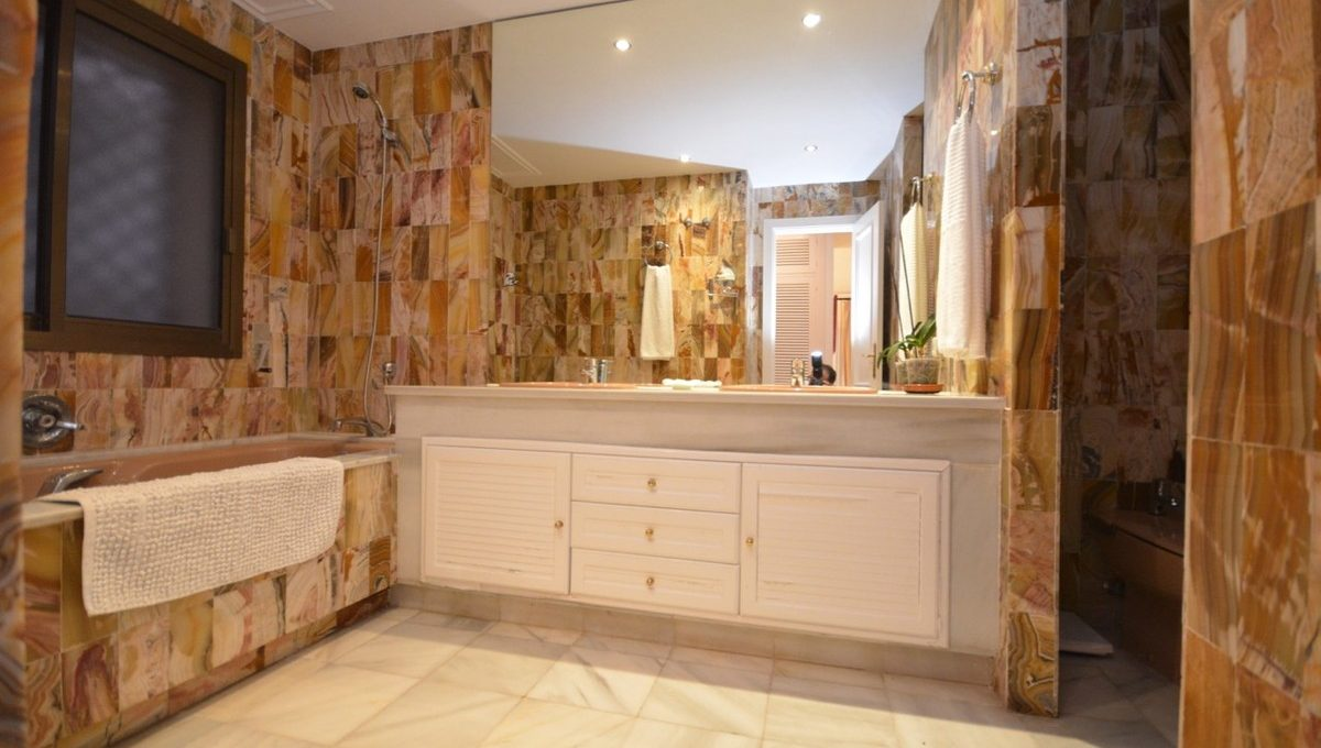 beautiful-2-bedroom-apartment-close-to-the-golden-mile-15-11d12f2f454f2f5e9b981fdd8b901d51