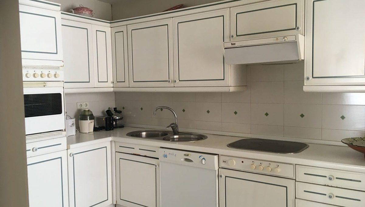 beautiful-2-bedroom-apartment-close-to-the-golden-mile-18-cc72f169493c096e712837ff5d8b6e41