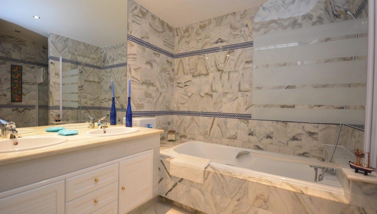 beautiful-2-bedroom-apartment-close-to-the-golden-mile-21-2c707e7c511429b4f8ec4ee5f221ddb6