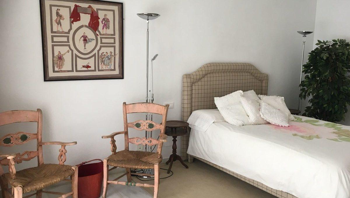 beautiful-2-bedroom-apartment-close-to-the-golden-mile-4-c23c0f86247804fa50226aecd8b0b2c8
