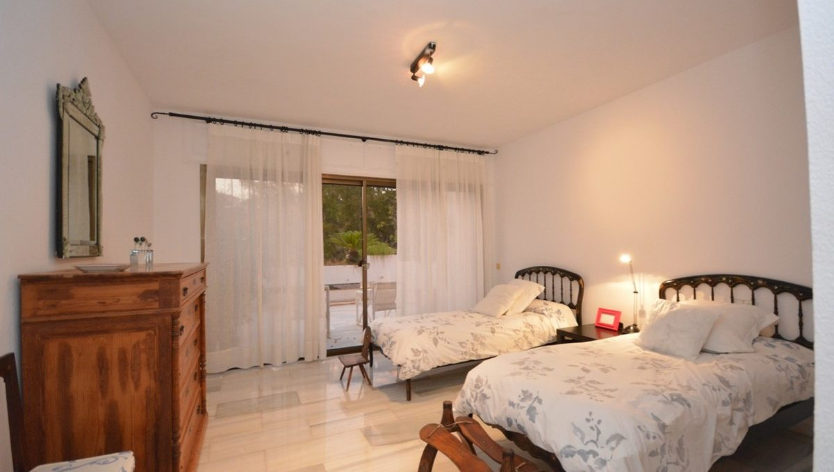 beautiful-2-bedroom-apartment-close-to-the-golden-mile-9-467d0cee5b725f3ef65f102a0c2e69c0