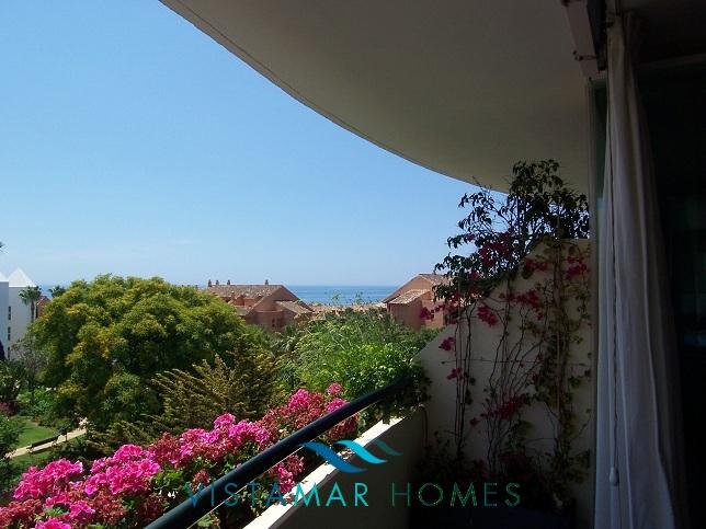 beautiful-beachside-apartment-in-bahia-de-marbella-img_3864