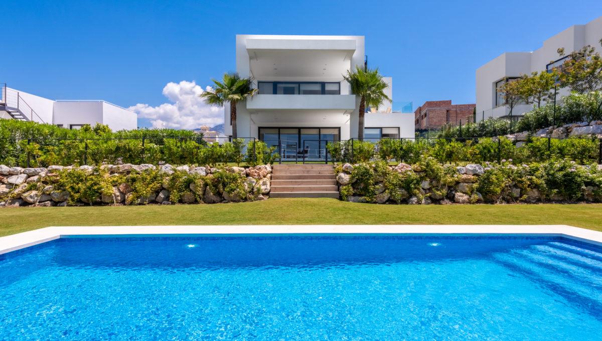 marbella-nueva-andalucia-los-olivos-extraordinary-villa-for-sale-1