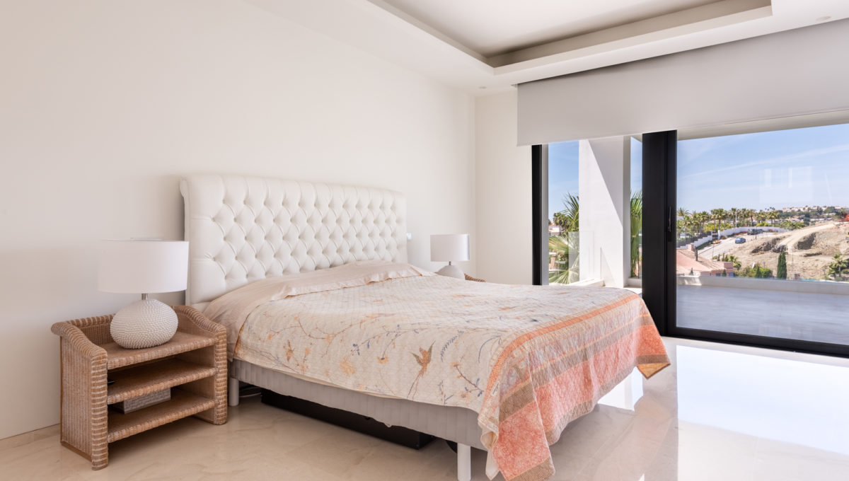 marbella-nueva-andalucia-los-olivos-extraordinary-villa-for-sale-19
