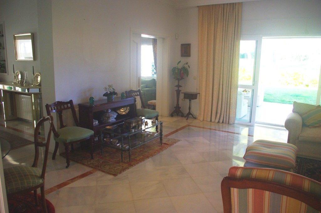beautiful-front-line-golf-villa-in-guadalmina-alta-11-20939a0134ad724a8cb2a801094d15a4