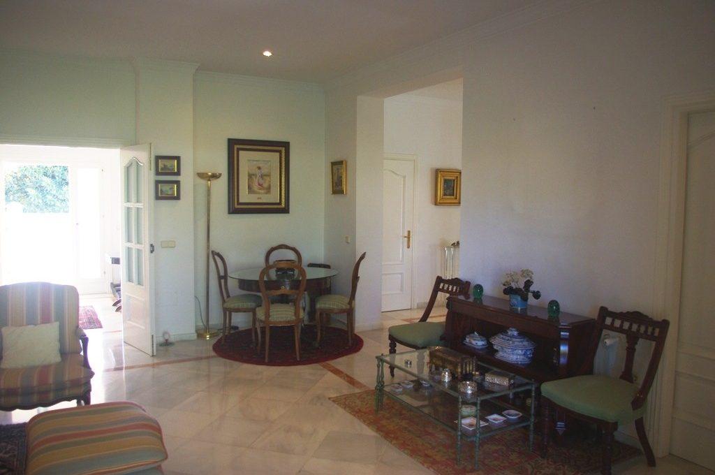 beautiful-front-line-golf-villa-in-guadalmina-alta-12-53013098fcab6c38b1379cd33298e050