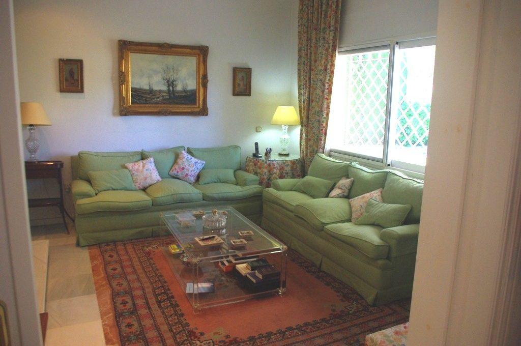 beautiful-front-line-golf-villa-in-guadalmina-alta-15-11d12f2f454f2f5e9b981fdd8b901d51