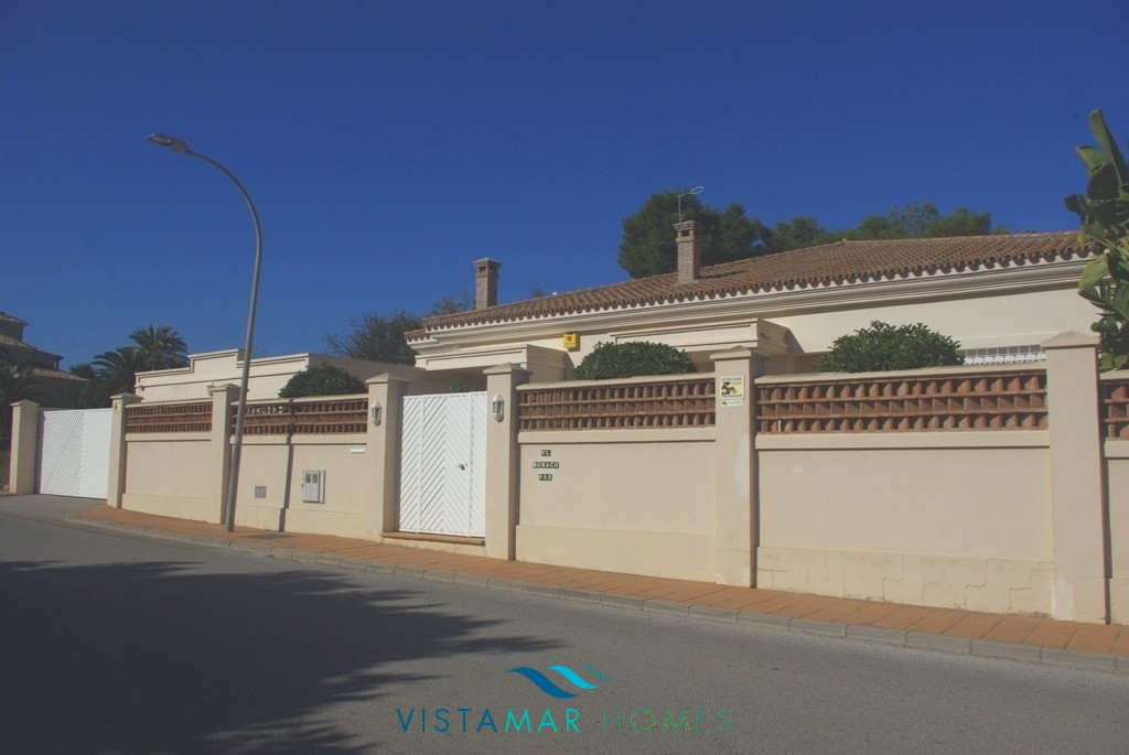 Beautiful front-line golf Villa in Guadalmina Alta