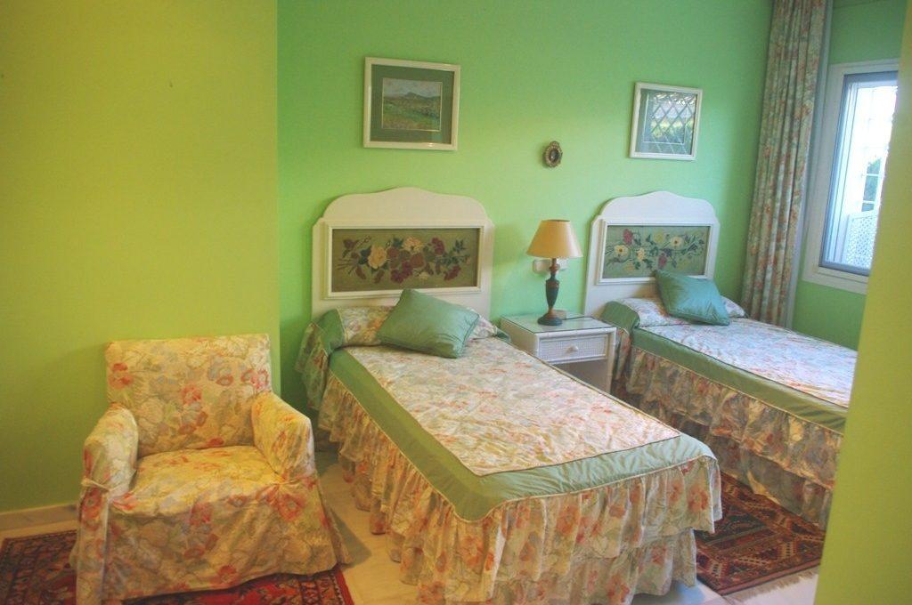 beautiful-front-line-golf-villa-in-guadalmina-alta-33-f37a7fab00fce6ff6b895520b67d6d6d