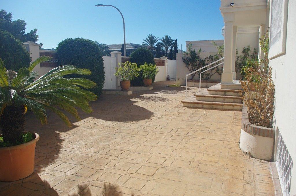 beautiful-front-line-golf-villa-in-guadalmina-alta-5-3595ad71cbd87be6c3643a4285ef4791