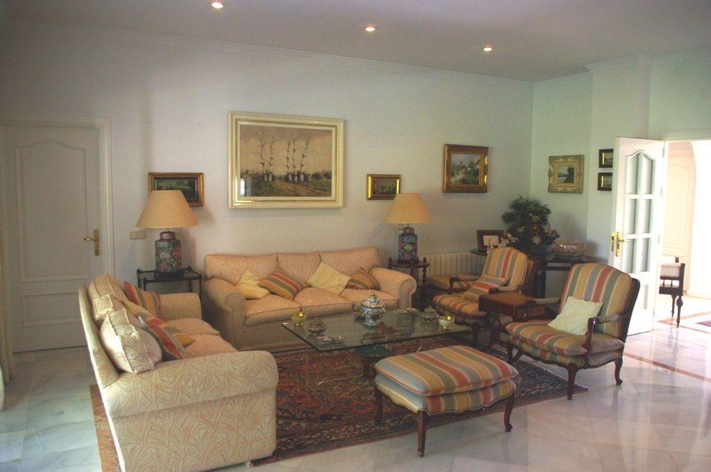 beautiful-front-line-golf-villa-in-guadalmina-alta-9-467d0cee5b725f3ef65f102a0c2e69c0
